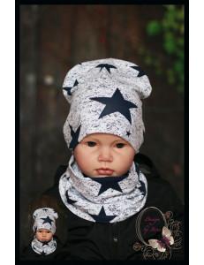 Комплект для мальчика с темно-синими звездами (удлиненная шапка и снуд)